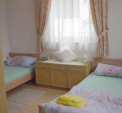DZ1 mit 2 getrennten Betten / TV